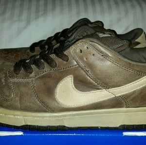 Nike SB Dunk Low • Dark Mocha • Size 9